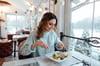 ¿Por qué complementar tus vales de despensa con vales de comida?