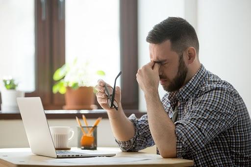 evitar-dolor-por-estar-demasiado-tiempo-en-computadora 3