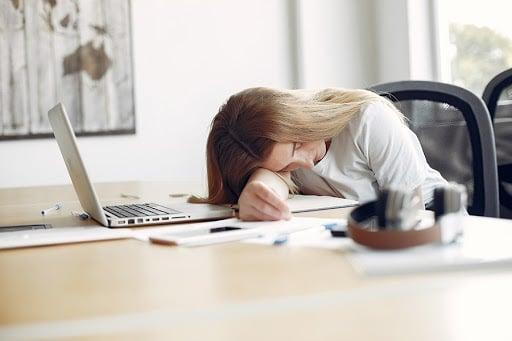 evitar-el-insomnio-en-cuarentena 1