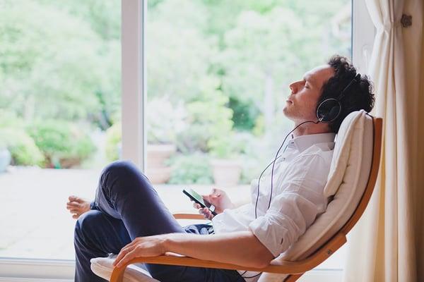 habitos-en-el-trabajo-que-perjudican-tu-salud 2